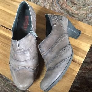 Pikolinos  leather heeled  booties size 38